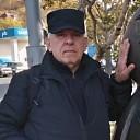 Wiktor, 64 года